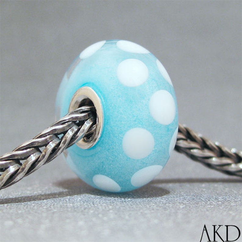 SMALL CORE Glow in the Dark Blue /& White Handmade Dot Lampwork Glass Bead Euro Bracelet Charm White Polka Dot