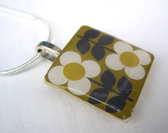 Unique and Unusual folk Retro inspired Flower Pattern Scandinavian Olive Green Retro Print Crafted Ceramic Resin Necklace Pendant Gift
