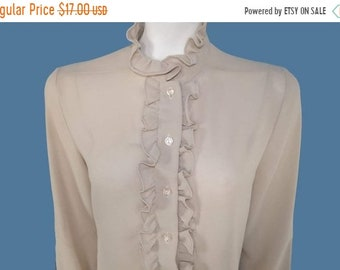 fb0a61db49cc4 30% Vintage 70s Ruffled Front Secretary Blouse   Retro Ruffled Long Sleeve  Top   Size M    207