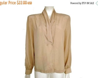 0a7346a50a29c 30% Vintage 1980 s Taupe Hipster Top   Secretary Blouse   Pleated Tan Blouse    Size M-L   207
