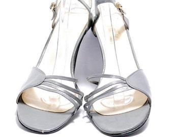 54b9ee2a2e949 Gray heels | Etsy