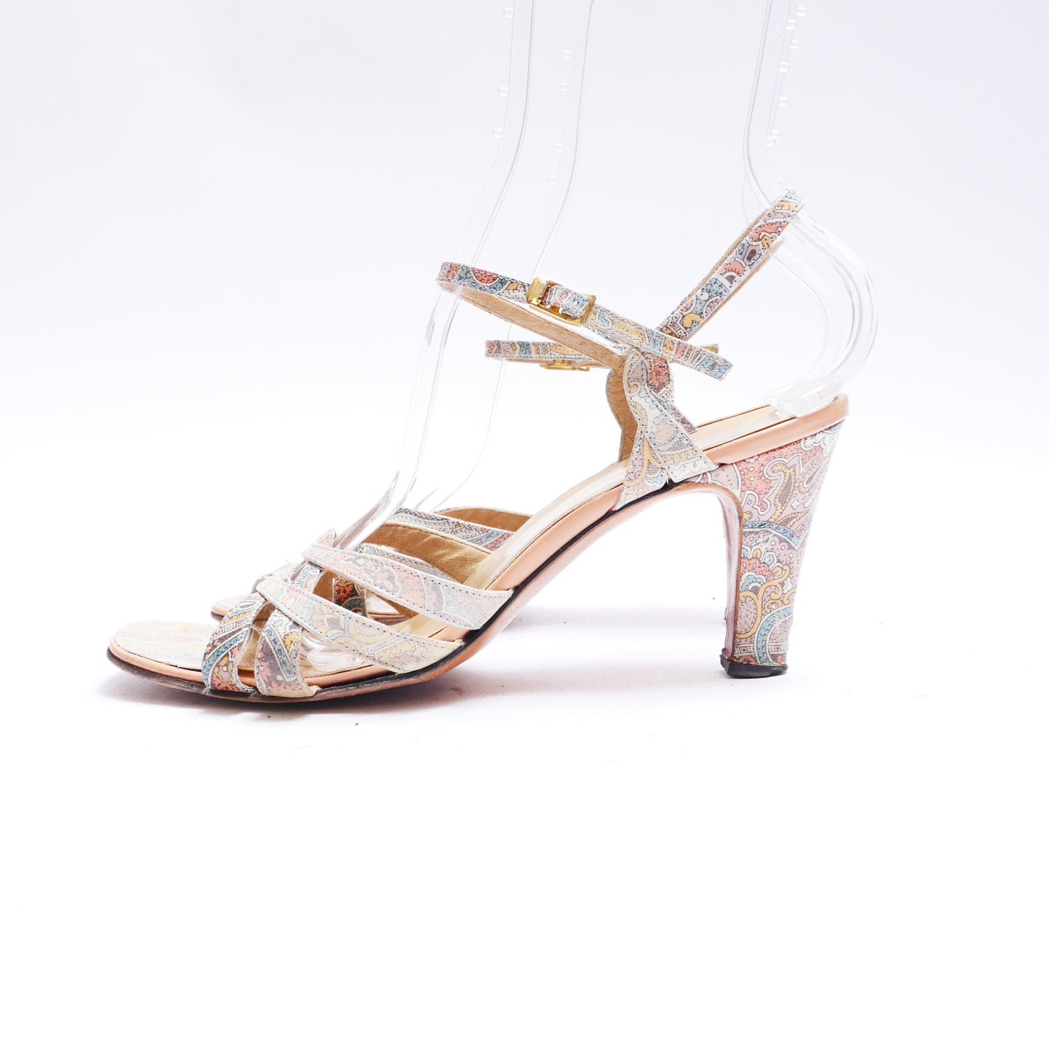 b1a9a36f77d 60s 70s Pale Paisley Print Slingback Pumps    Strappy Leather