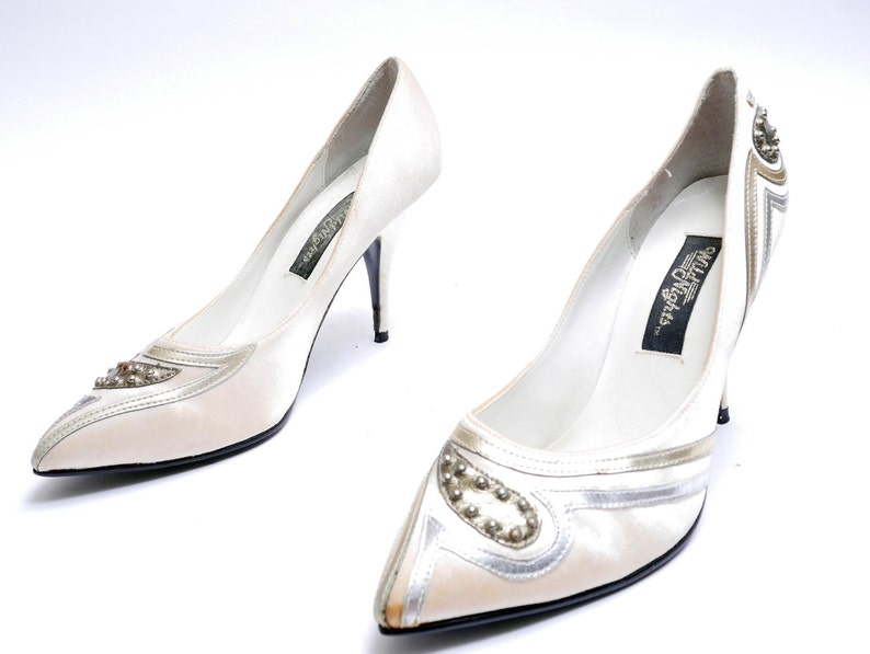 8224b8aca93dd Vintage Satin Pointed Toe Pumps // Pink and Silver Heels// Soft Light Pink  Abstract Silver Studs Pumps// 8B size