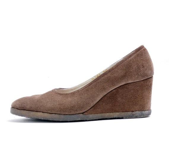 Size 7-7.5 //1960's Vintage Brown Suede Wedge//  L