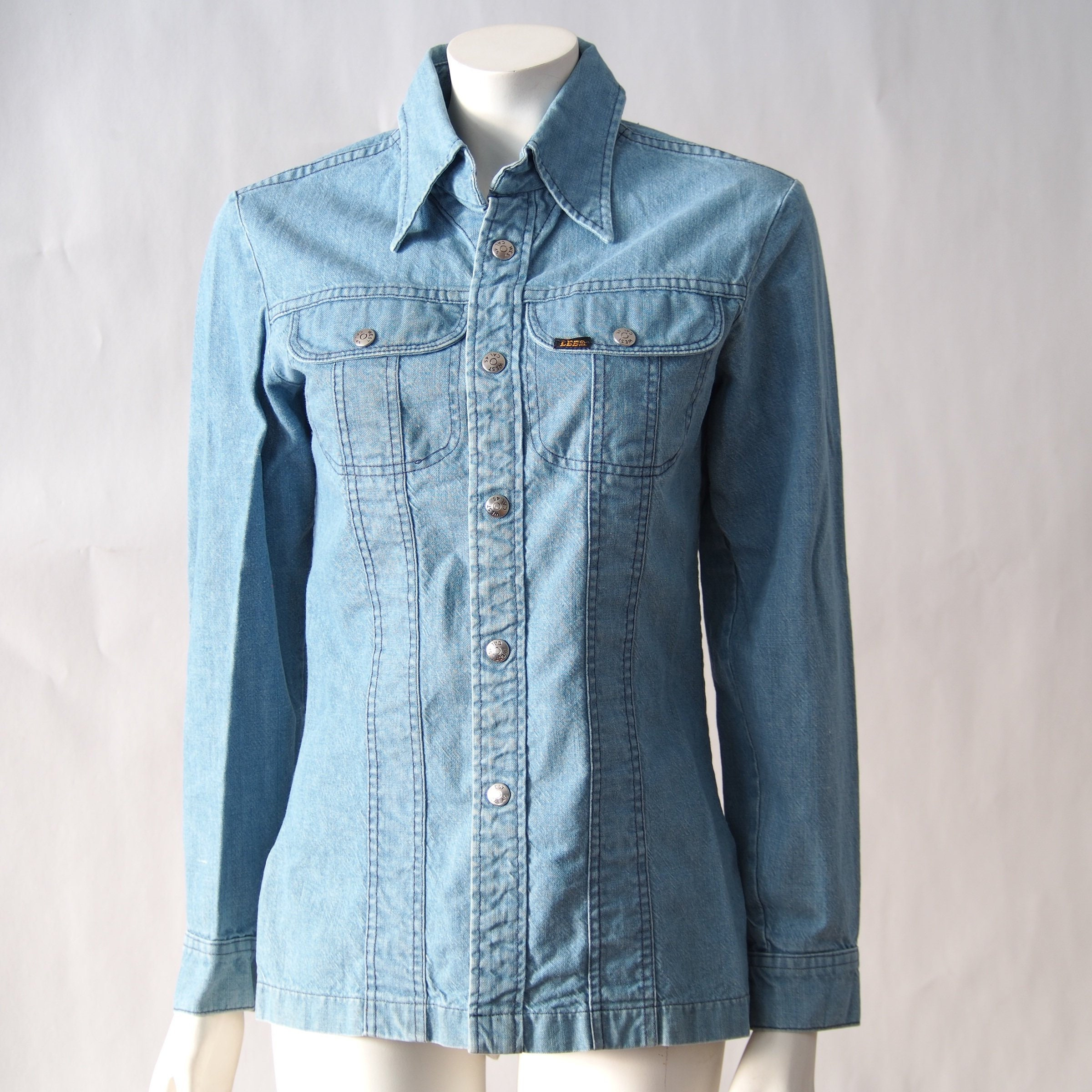 f49b7defe8a Vintage Denim Shirt Jacket    Snap Up Lee Denim    Light Wash