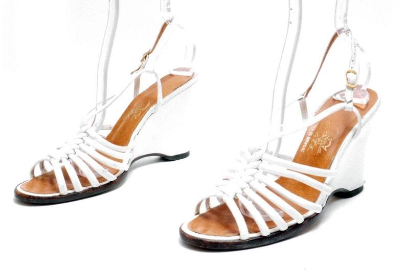 8b3ee45e46b34 Size 7.5N // Vintage White Leather Strappy Sandals // Platform Bohemian  Slingback Wedges// 117