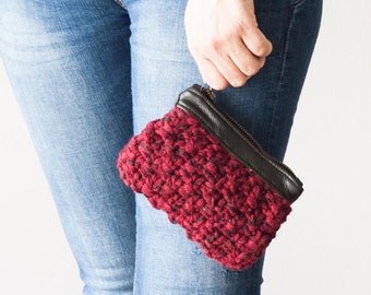 Zipper pouch with yarn and leather in black and oxblood and black, handknitted zip case coin change bag little zipper bag purse credit card