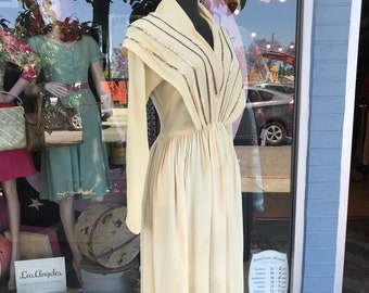 7600d0516548 Vintage 1940s Cream Rayon Dress with Gold Sequins Striped Collar -  Small/Medium