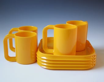 Set of 4 Heller by Massimo Vignelli bright yellow cup and snack plates - 8 pcs. New/old stock
