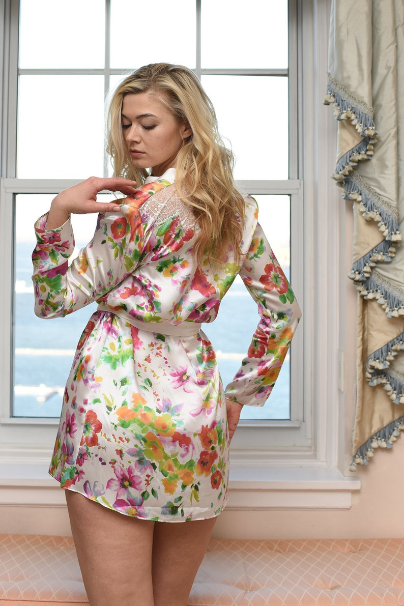 e9bb0536301361 Diana 100% silk robe in white and floral printed satin flower