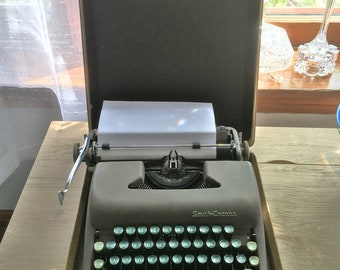 Vintage Typewriter Smith Corona Sterling with case 1949