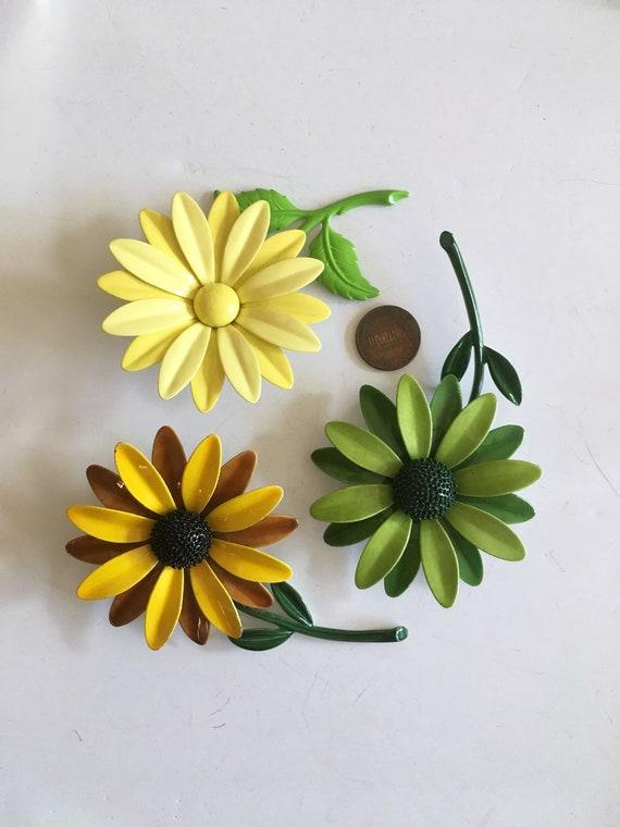3// Metal Flower pin //Flower Brooch //60s flower