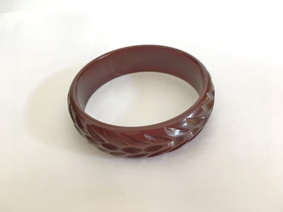 Carved Red Bakelite bangle//Red Bakelite bangle //