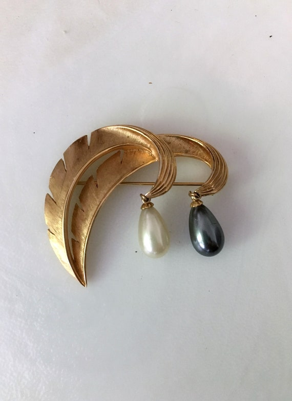 Crown Trifari Brooch//50s Brooch// brushed gold //