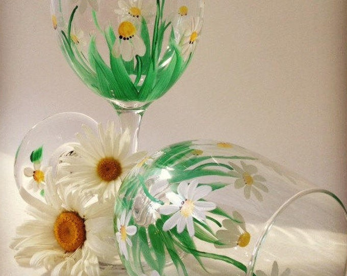 Daisies hand painted on a set of 2  wine glasses.  20 oz. each.