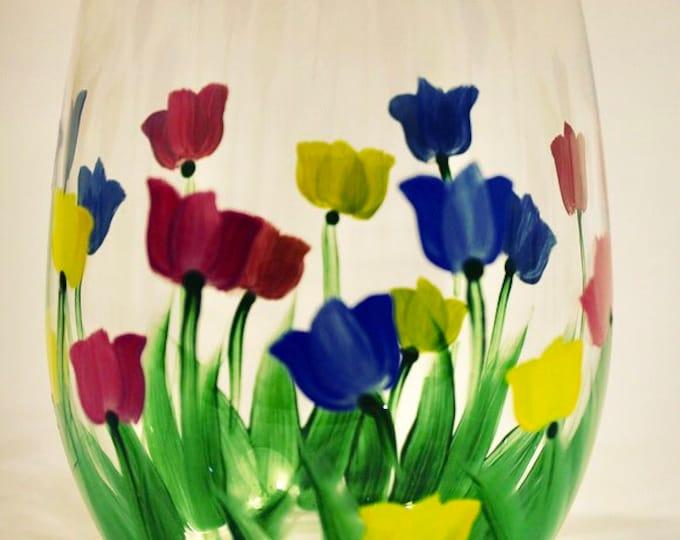 Tulip hand painted wine glass. Stemless.