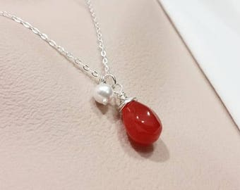 Elegant Carnelian and Pearl Necklace