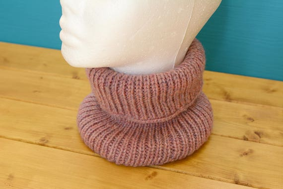 Stretchy pink knitted ribbed neckwarmer