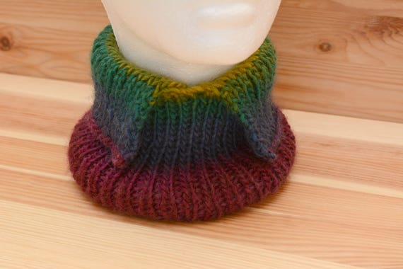 Colourful neckwarmer with turn-down collar