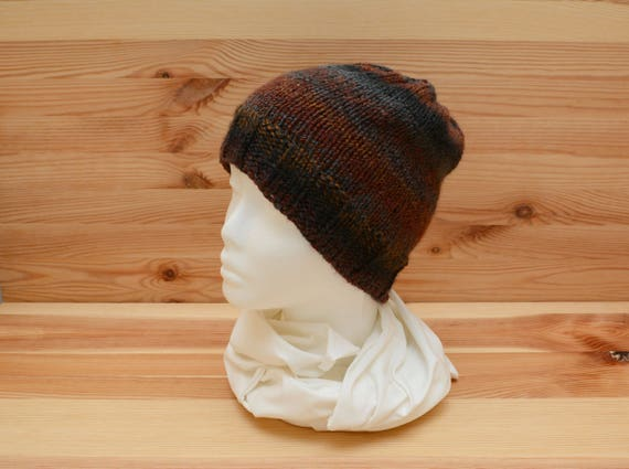 Reversible brown and grey knitted hat