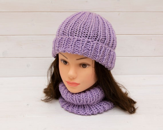 Knitted ribbed lilac hat with matching neckwarmer - Snuggly