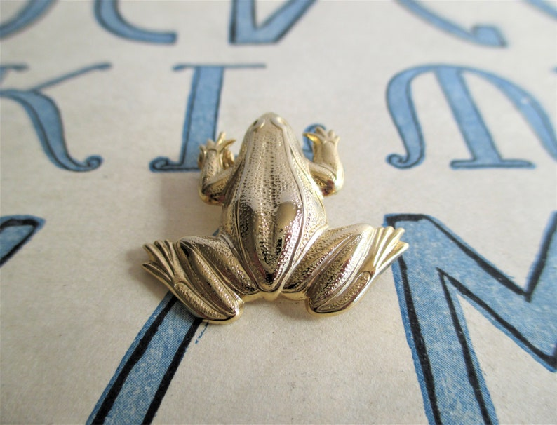 Vintage Gold Toned Frog Pin