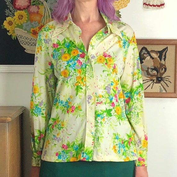 70s Vintage Beige Floral Decorated White Blouse for Women