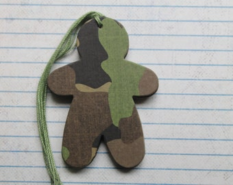 17 camouflage gingerbread man  Chipboard Covered gift tags