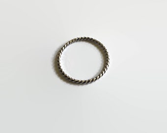 Twisti Thin Stack Rings