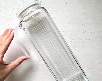 Sleek Pasabahce Glass Pitcher, Barware, Cocktail Juice Pitcher, Tall Grooved Glass, Handle, White Lid, Mimosas, Kitchen Dining, Turkey