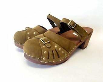 Sasha Med // Moss Green Nubuc Sascha mary jane  Medium Heel with bronze studs