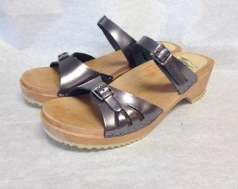 Vera // Pewter Vera sandal Low heel with natural base