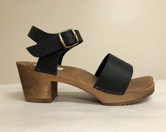 Lucy // Wide strap sandal on Medium heel in Black oiled with Buckled ankle strap