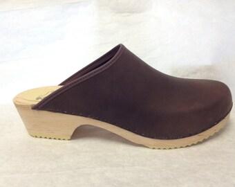 Nora LH // Dark Brown oiled classic low heel clog
