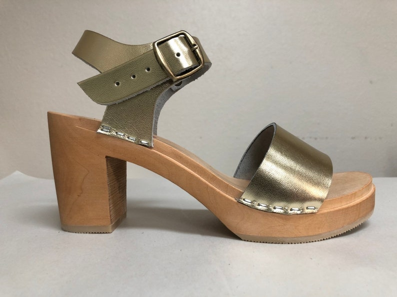 New Wide strap sandal in gold w/ buckled ankle strap Super image 0