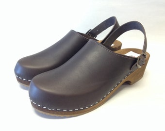 Lana LH // Brown oiled Low heel clog with ankle strap and bronze buckle