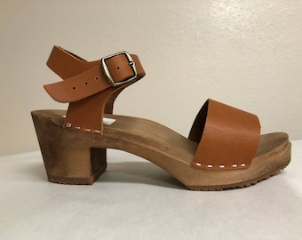 Lucy // Wide strap sandal in Honey oiled with Buckled ankle strap
