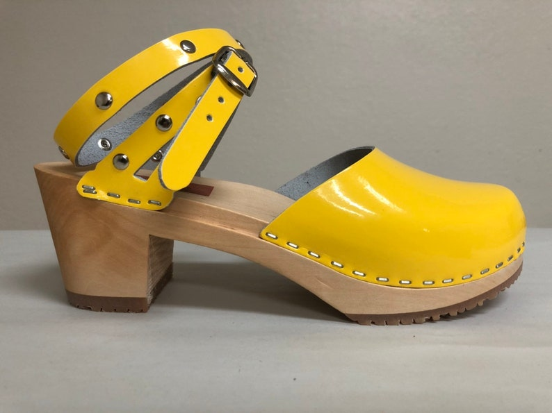 Yellow patent Mary Jane on a natural medium heel w/ silver image 0