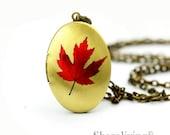 1pcs Red Maple Locket Charm, Handmade Antique Bronze Brass Oval Leaf Photo Locket Pendant - HLK309C