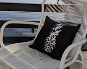 OUTDOOR/INDOOR Pineapple Pillow / Outdoor Pillows / Outdoor Decor / Black and white outdoor pillow / Pineapple Design / Coastal Decor