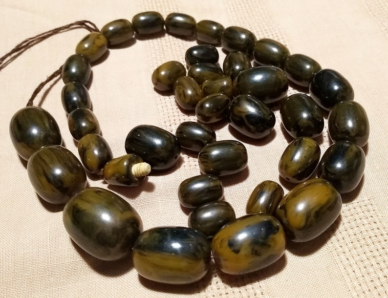 Vintage Marbled Swirl Olive Green 135 grams Bakelite Catalin Art Deco Huge Beads Beaded Graduated Necklace to Assemble Complete Original