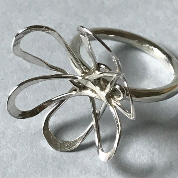 Simple Flower Ring in Sterling Silver