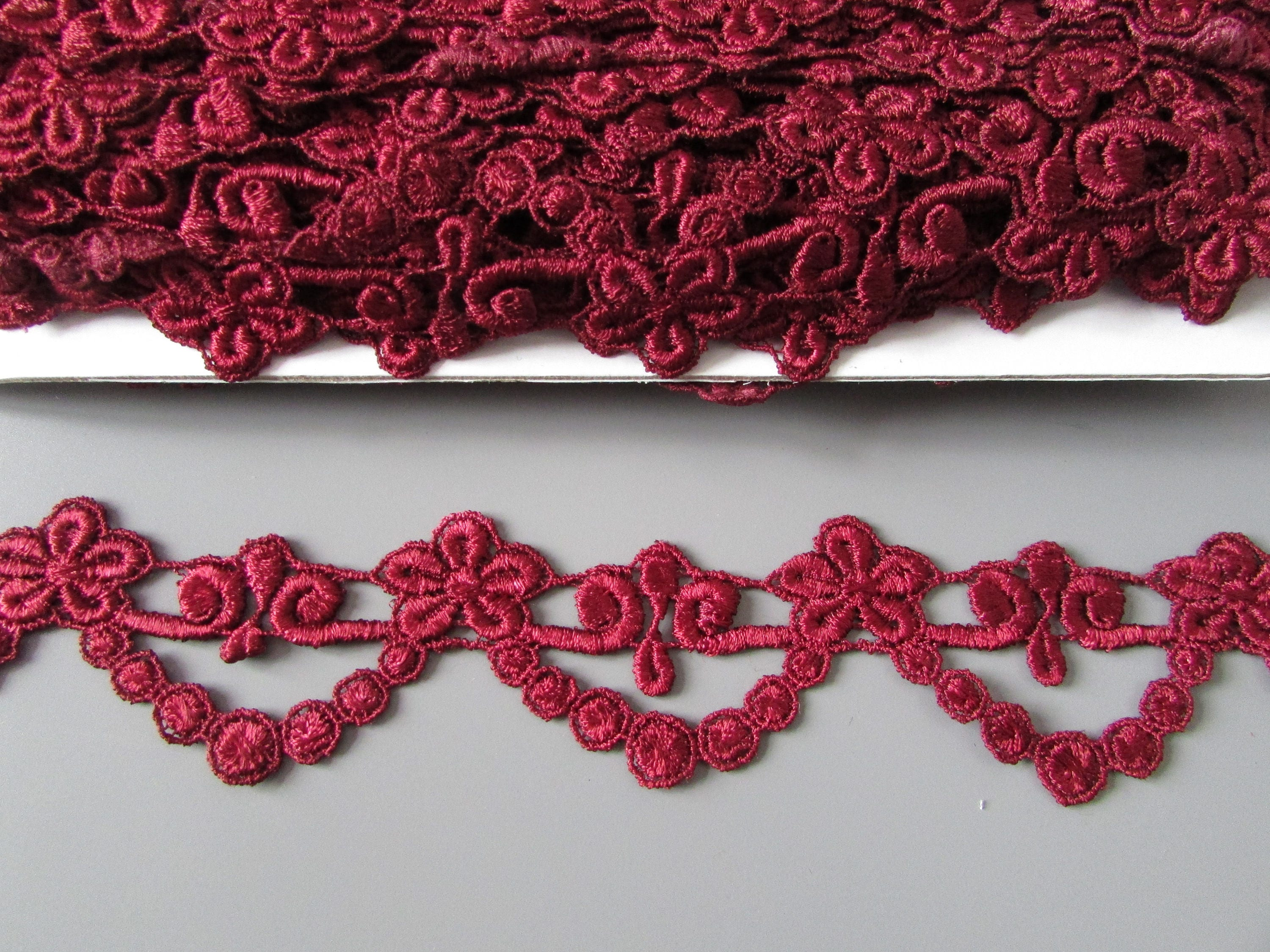 Red Venise Lace Trim 1 Metre    Sewing//Costume//Crafts