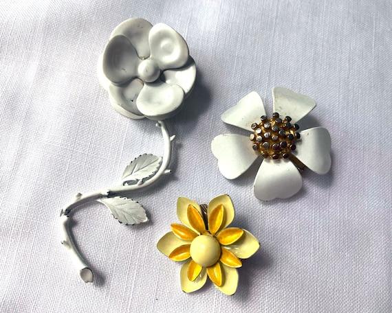 Costume Jewelry Flower Power White Enamel Flower Jewelry Vintage 1960s Brooch and Screw Back Earring Set