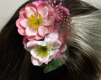 TINY PINK TREASURES - Pink Floral and Feather Hair Fascinator