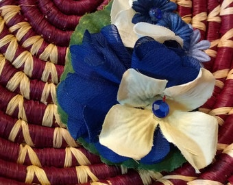 SWEET CREAM and BLUE - Dark Blue and Cream Floral Hair Fascinator