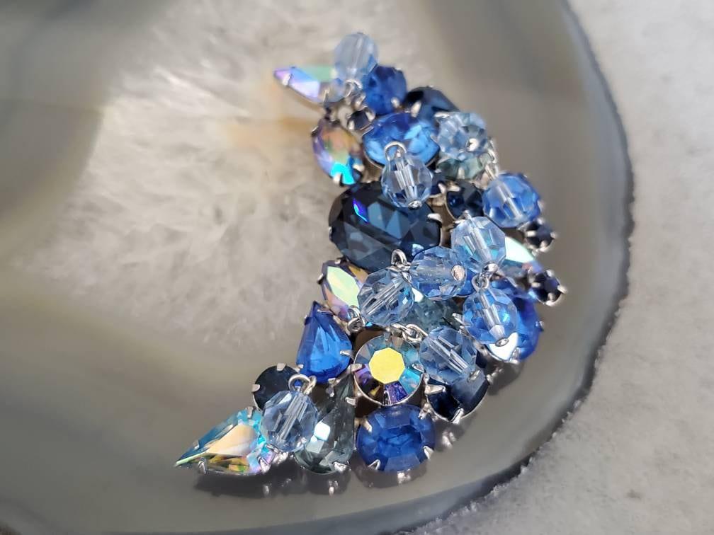 Rare High End Kramer KRAMER NEW YORK Vtg patented Brooch Sky Blue and Clear crystal rhinestones Exquisite flower design Art.3856