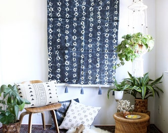 Geometric Indigo Tapestry, Mudcloth Wall Art, Boho Wallhanging, African Textiles, Tie Dye Mudcloth, Tassel Tapestry, Bohemian Home Decor