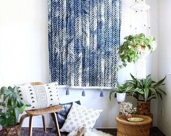 Indigo Arrows Tie Dye Tapestry, Mudcloth Wall Art, Boho Wallhanging, African Textiles, Tassel Tapestry, Bohemian Home Decor, Norwegian Wood