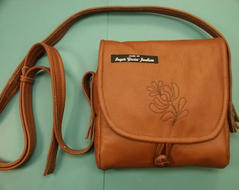 Unique one-of-a-kind shoulder/handbag of goldbrown soft highquality skin/leather with a quilt flower decoration